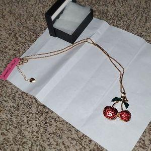 Betsey Johnson necklace 😍